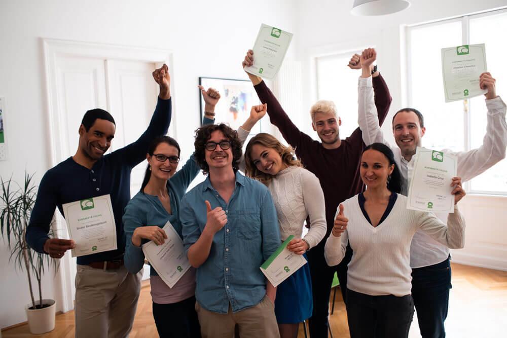 Gruppenfoto von Absolventen eines Sprachkurses