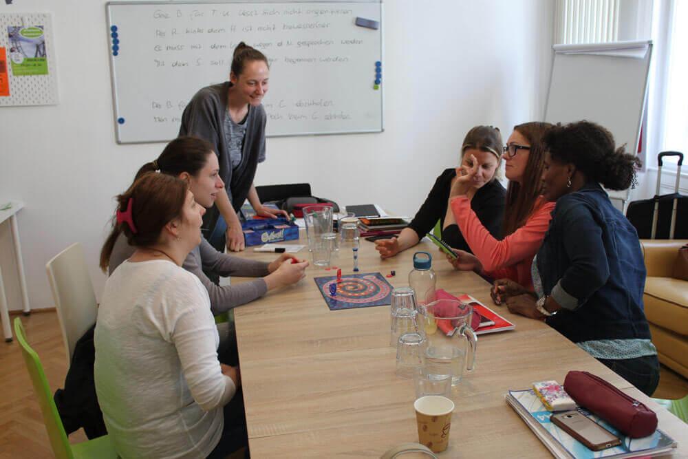 Sprachgruppe am Lernen